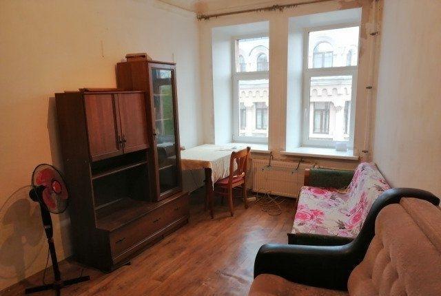 В квартире живет две семьи, пять человек, Санузел раздельный.