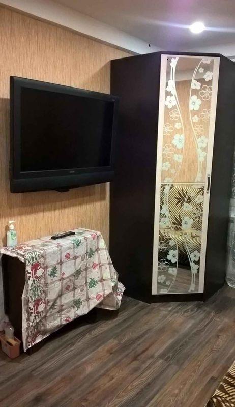 Небольшая комната в трхкомнатной квартире.